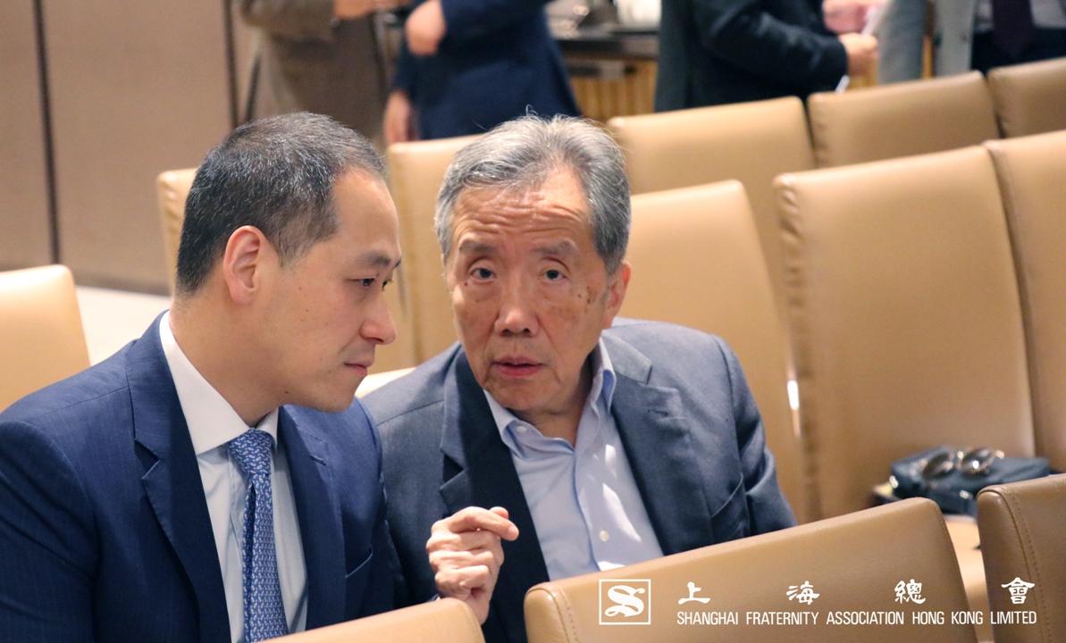 范思浩副理事長(右)及李惟宏常務理事(左)出席上海總會 2019 年度常年會員大會。