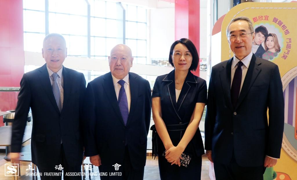 (左起)李德麟理事長、尚長榮先生、中聯辦盧新寧副主任及唐英年名譽會長。
