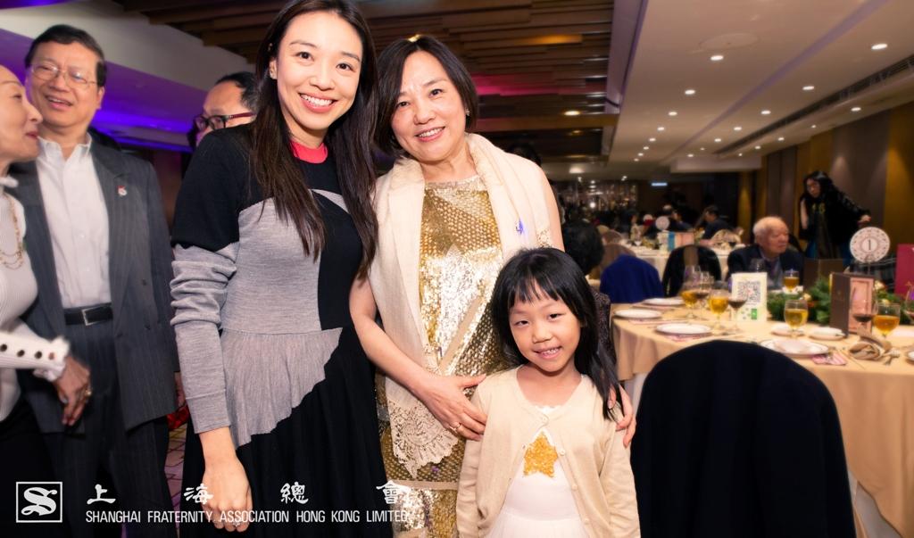 上海總會聖誕節聯歡派對 2018 的服飾主題為金色原素,看來最佳服飾獎的得主也十分明顯了。