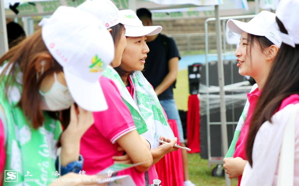 參加活動的女生們,始終有說不盡的話題。