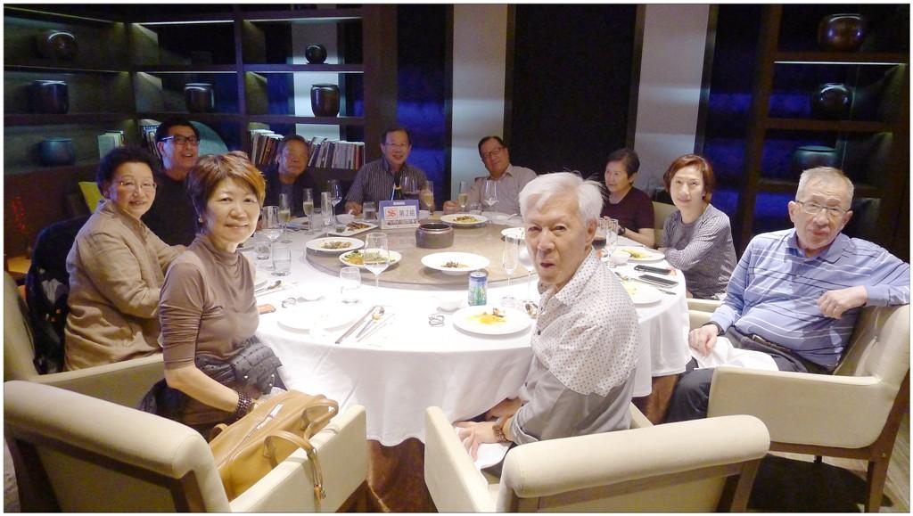 在當地的釣魚台酒店享用晚餐