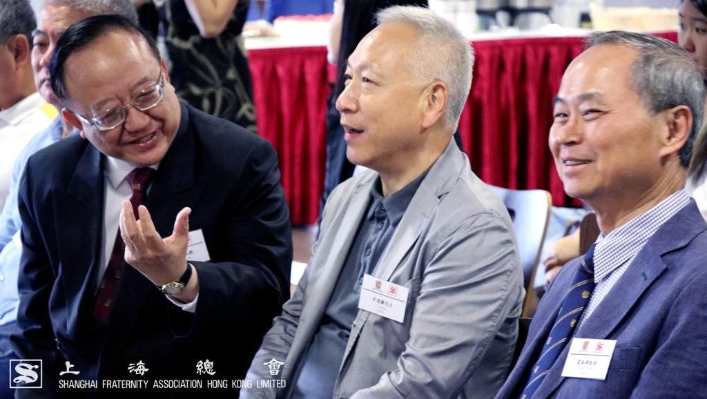 劉允怡教授及霍泰輝教授特別向李德麟理事長講解和聲書院的傳統。