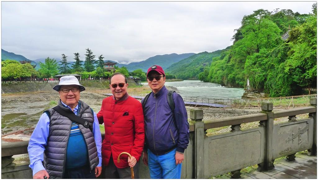 左一:團長張浩然副理事長,團友高生及團長王緒亮監事長