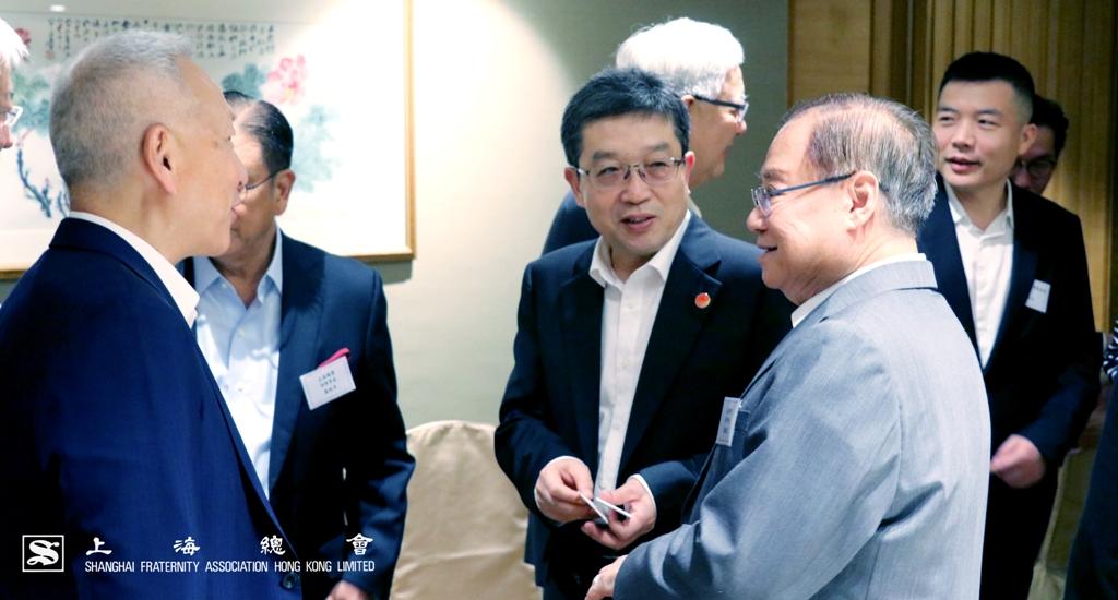 鄭鋼淼部長與各位上海總會理事進行交流