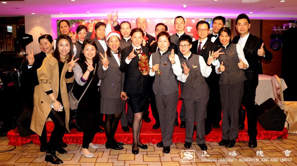 餐廳樓面,寫字樓幹事都合作無間,派對成功全賴各位。疲勞之後,依然展露笑容,熱心服務各位上海總會的會員。