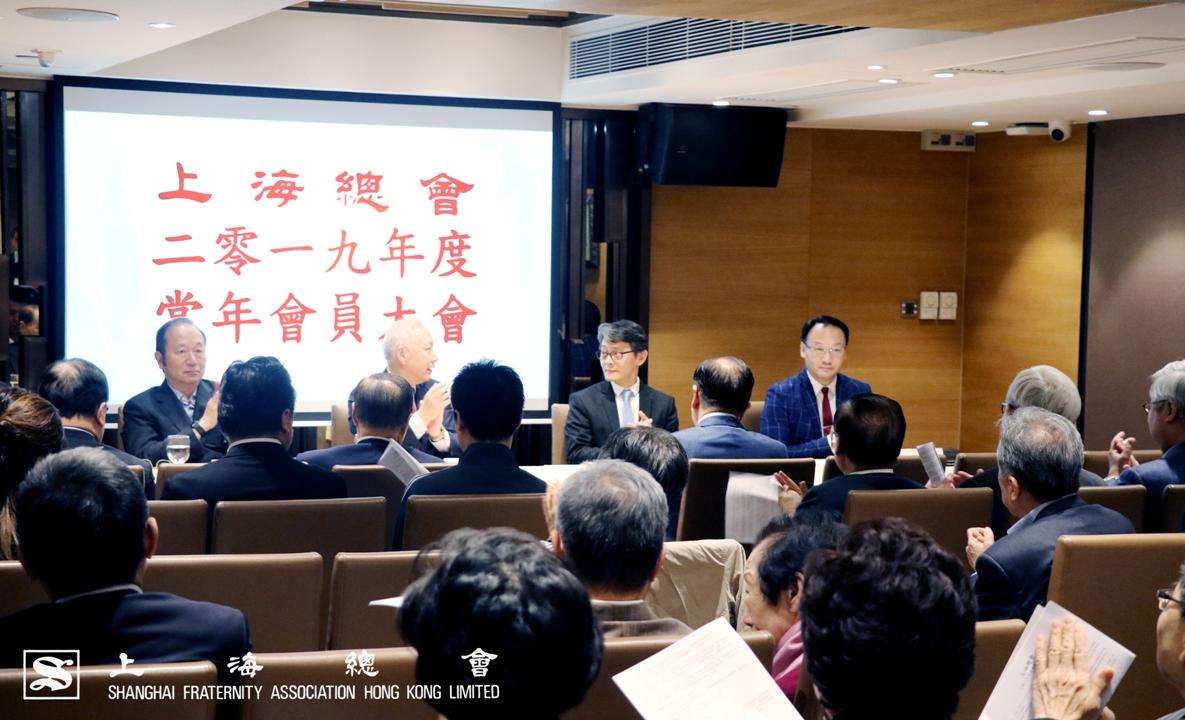 上海總會 2019 年度常年會員大會完滿舉行。(左起)王緒亮監事長、李德麟理事長、鄭肇銘常務理事及本會委託之會計師事務所代表。