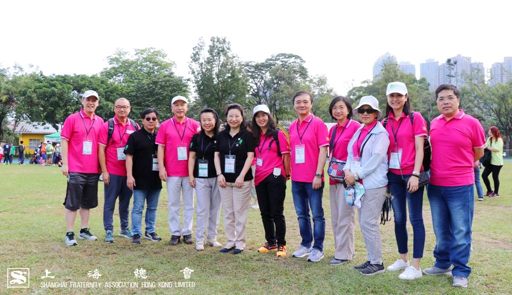 鄭若驊女士及區璟智女士與上海總會代表合照留影。
