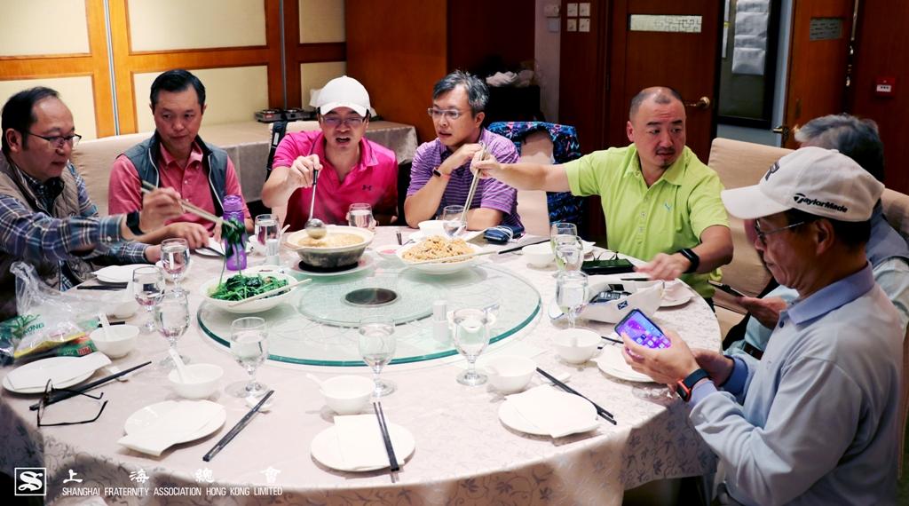 寧波會,蘇浙會及上海會於午宴之上融洽暢談球技心得。