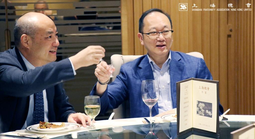 王緒亮監事長亦與上實的貴賓一同暢飲,氣氛甚為高漲。