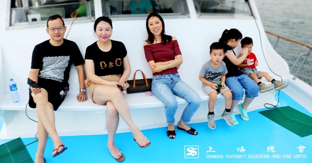 上海總會的會員一家同樂,享受船上悠閒
