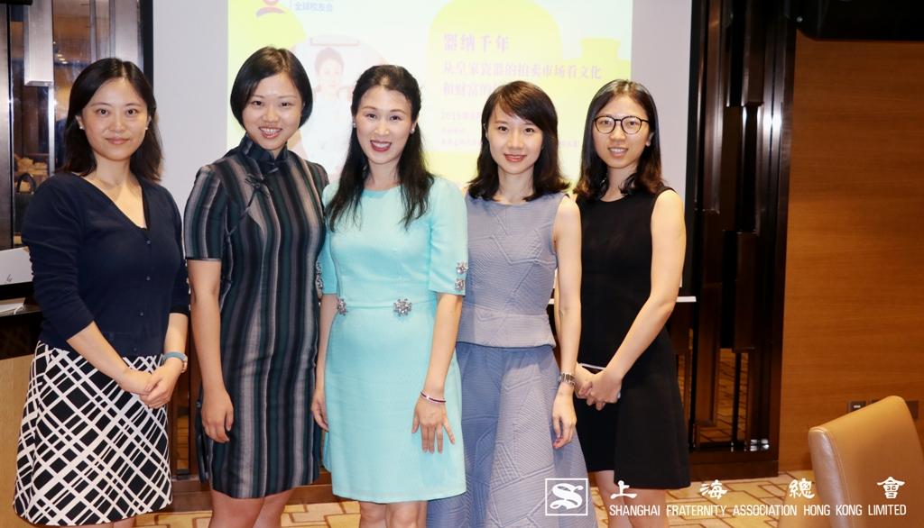 「器納千年」分享會前合照。(左起)上海總會陳喆燁理事、復旦大學香港校友傅譯文小姐、馮瑋瑜小姐及兩位校友來賓。