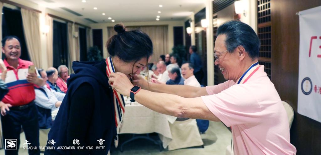 最遠程 Ruby 第四洞獎,由蘇浙會王雁鲆小姐奪得,連中兩元。
