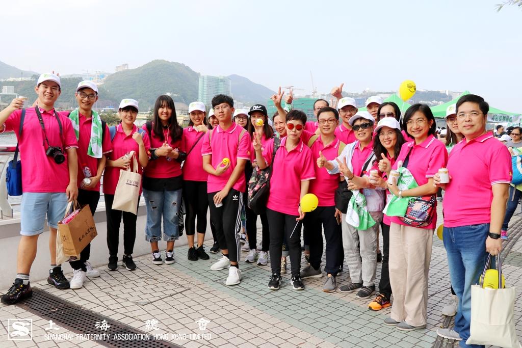 上海總會吳寧常務理事、中文大學教職員及內地本科生聯合會同學於活動合照。