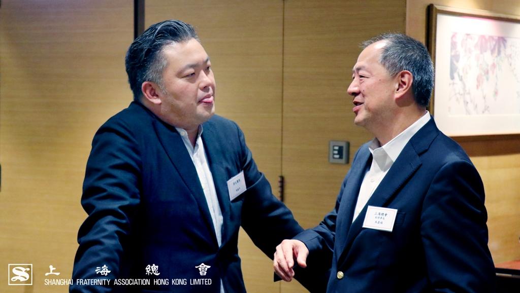 朱嘉楨副理事長與馬振年先生討論得生團契的情況。