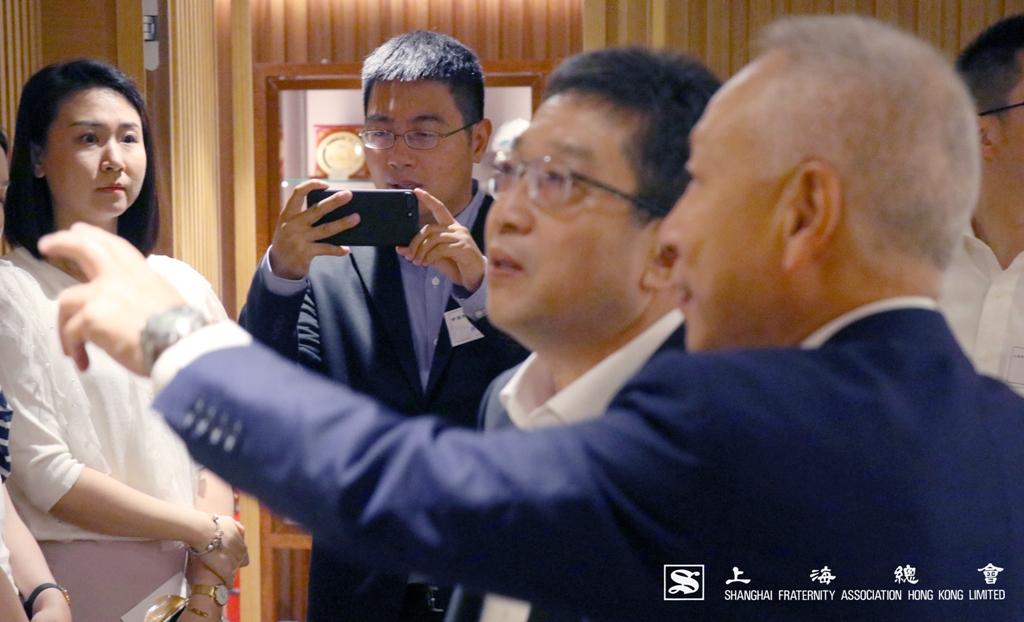 上海市委統戰部拜訪團到達會所後,現場氣氛隨即熱鬧起來