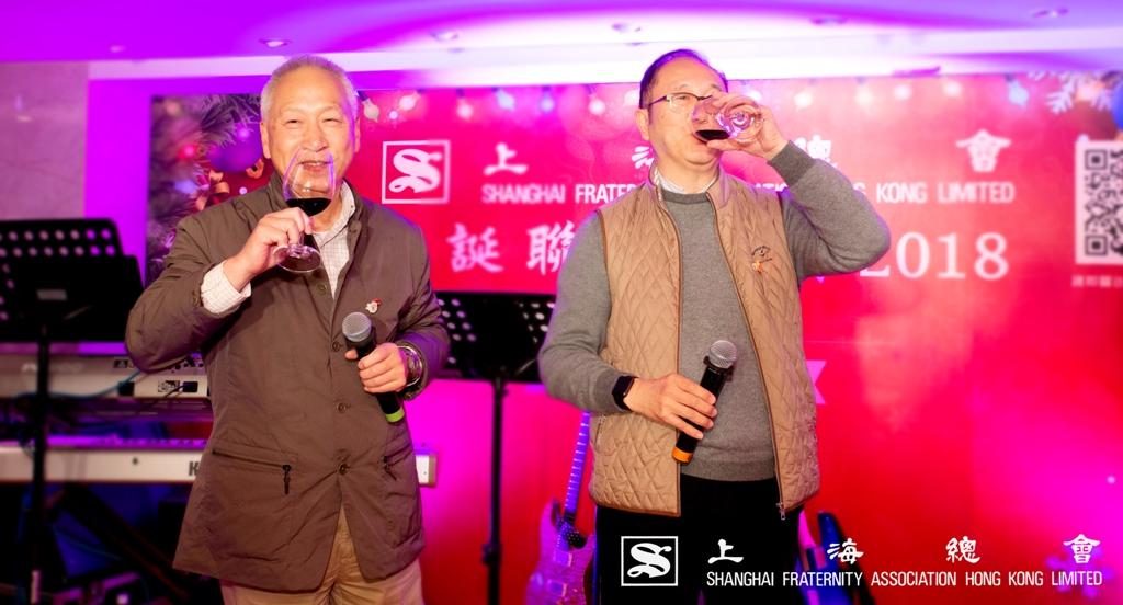 受派對當晚的熱鬧氣氛所影響,李理事長及監事長王也開懷暢飲。