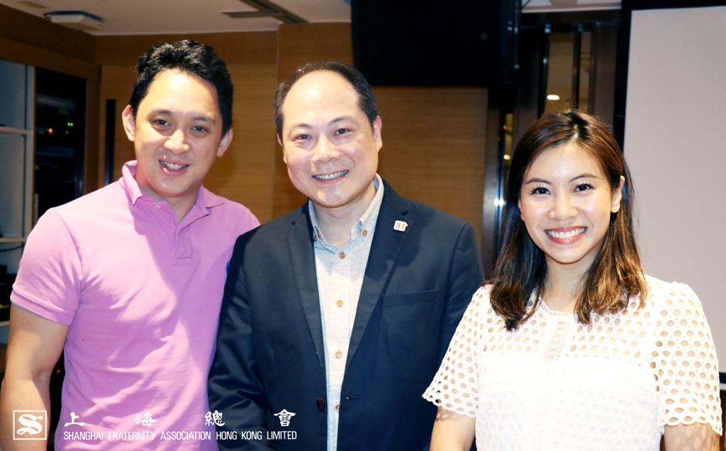 上海總會金志菁理事與先生和(正中)胡君孟院長一同合照。