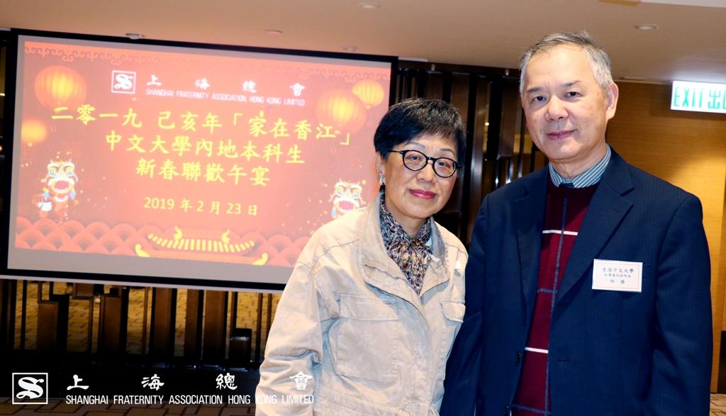 內地本科生聯合會(MUA)資深顧問吳寧女士與和聲書院副院長任揚教授於聯歡會上合照留影。