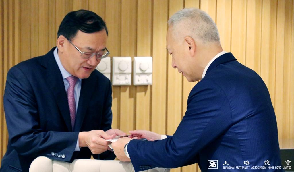 李德麟理事長隨即與沈曉初先生交互近況。