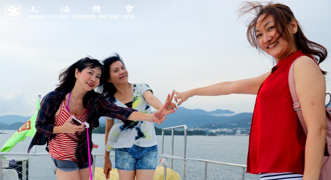 會員劉小姐和朋友媲美專業模特兒