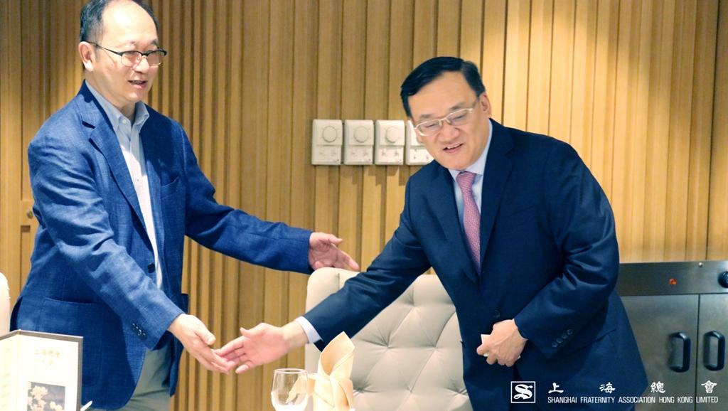 王緒亮監事長還邀請沈先生先行就坐。