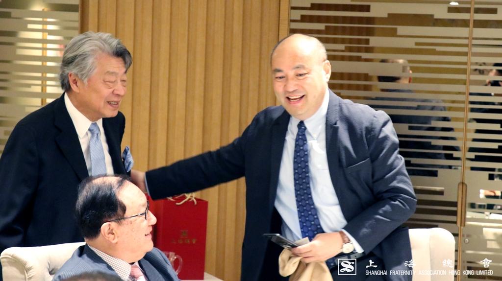 劉鐵成副理事長又向貴賓逐一問好。