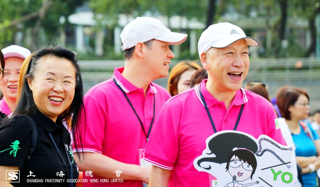 區女士及李德麟理事長被現場氣氛所感動,開懷歡笑。