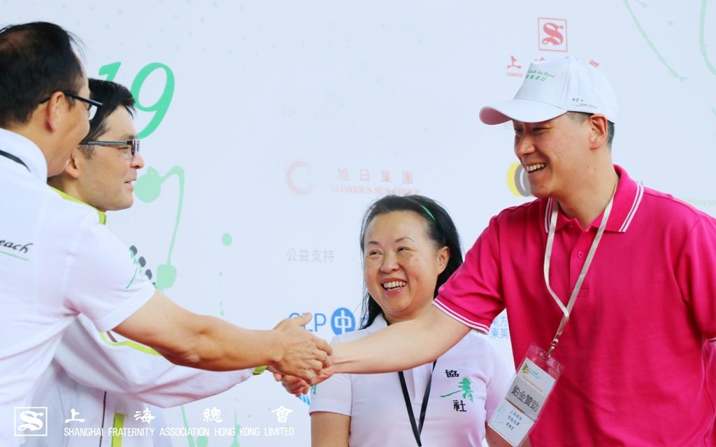 李惟宏常務理事代表上台接受「最鼎力參與獎」。