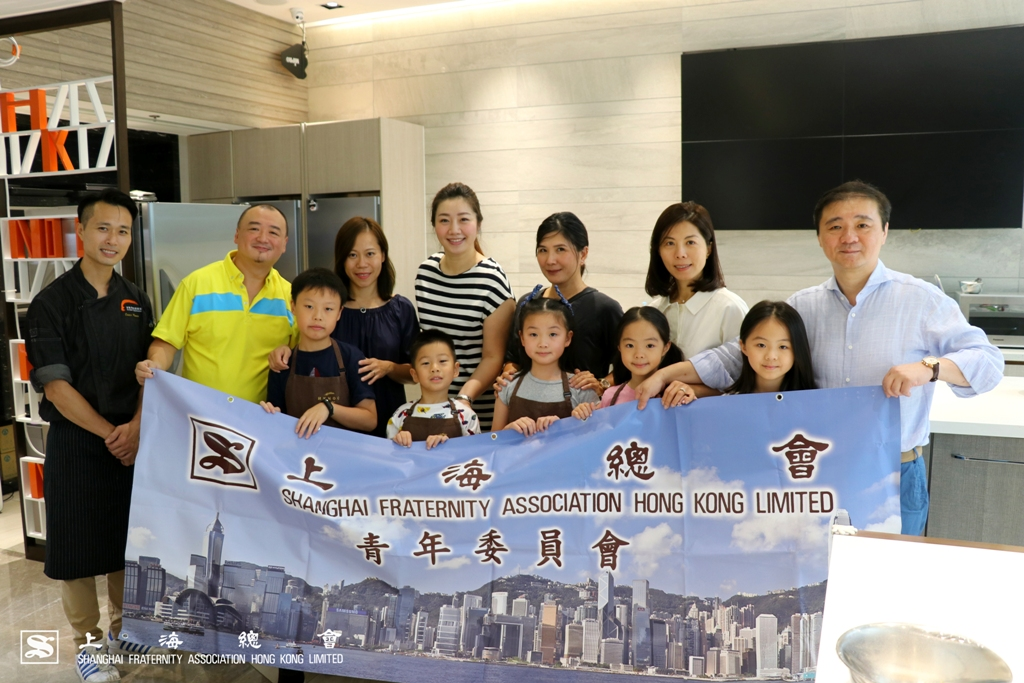 上海總會青年委員會及會員合照