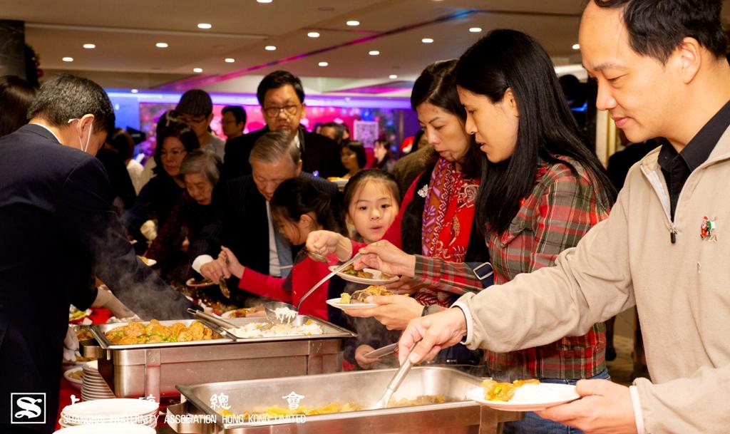 上海總會於聖誕派對 2018 的晚宴上,提供滬江菜式,大廚師們一顯身手。