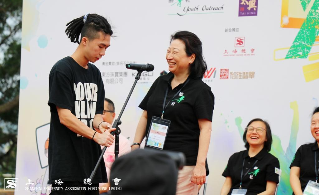鄭若驊女士致辭時,特別讚揚支持公益服務的各個單位。
