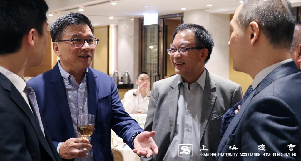 陳家強教授於講座開始前與上海總會一眾嘉賓交流。