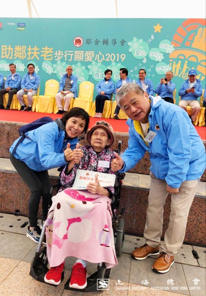 上海總會詹傑美副理事長伉儷與老友記合照。