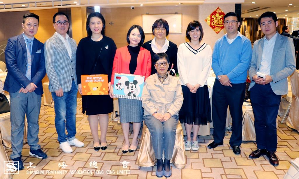 各位支持「家在香江」計劃的嘉賓與資深顧問吳寧女士一同合照。