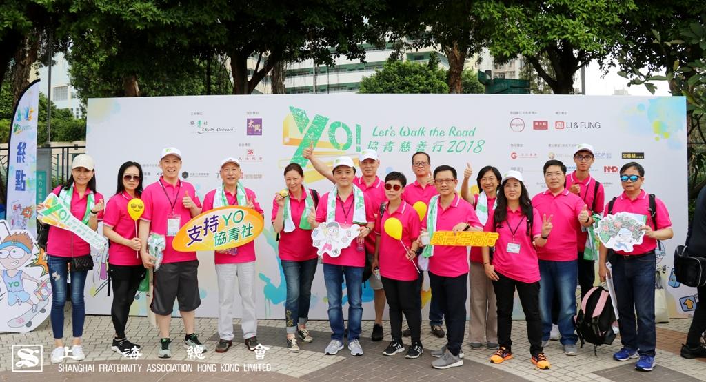 大家同行,完成了3.8 公里的慈善步行,特此留影。