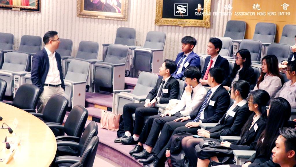 高鼎國常務理事親臨現場,了解同學的生活及學習需要。