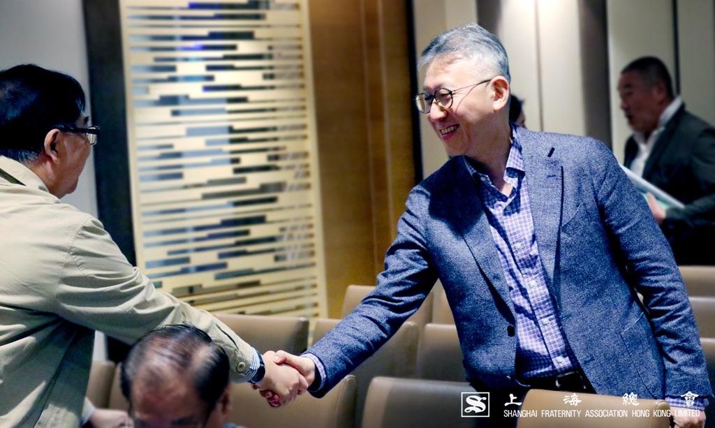 李德楨常務理事向他會員問好。