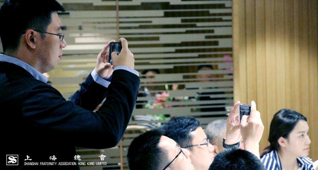 拜訪團的成員也為高興的時刻拍照留念