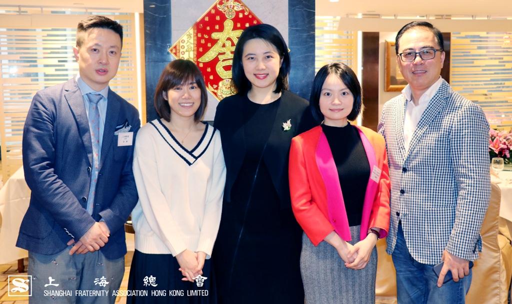 MUA 畢業學員與活動來賓合照。