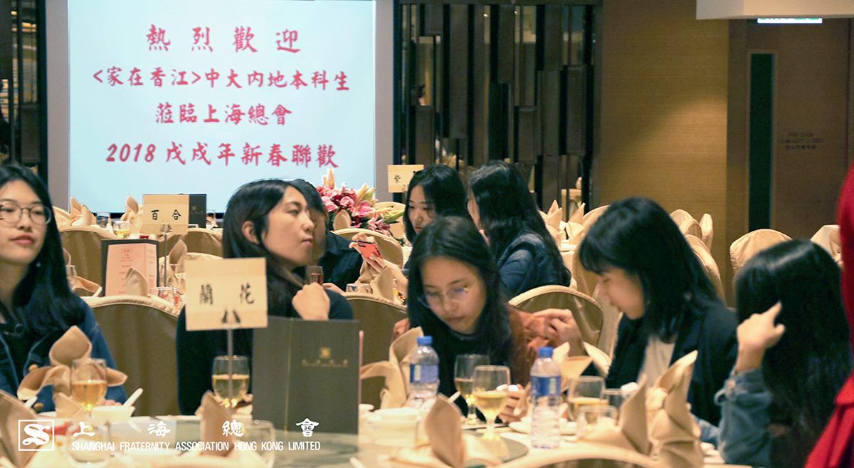 中文大學的菁菁學子陸續到場