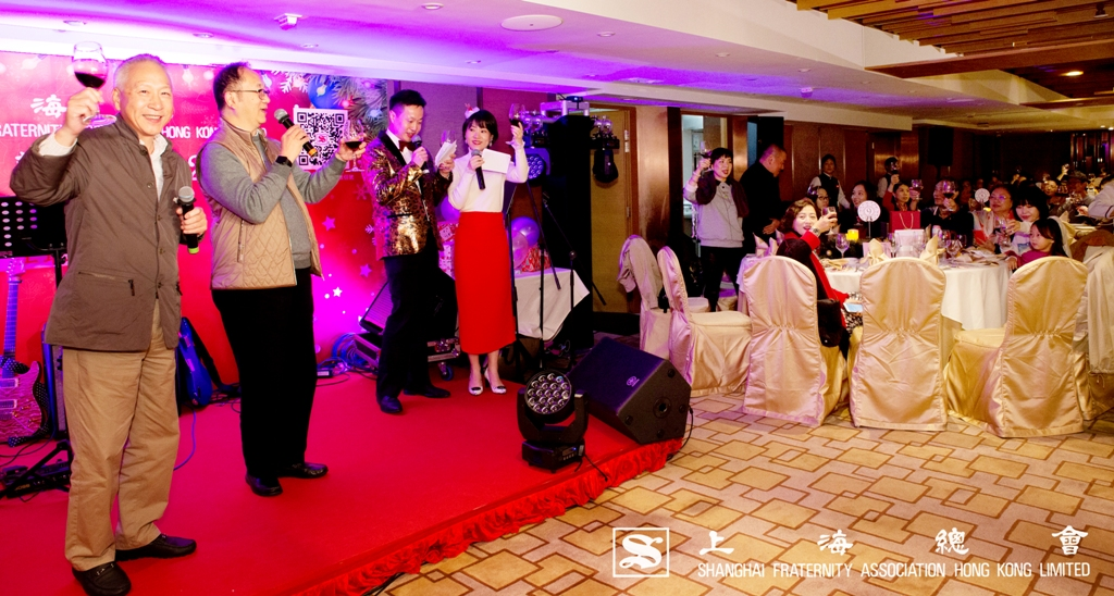 派對由上海總會理事長李德麟先生及監事長王緒亮先生主持祝酒儀式。