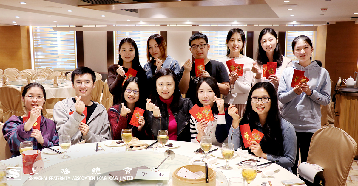 上海總會總幹事婁芝伊小姐比學生們看起來一樣年青