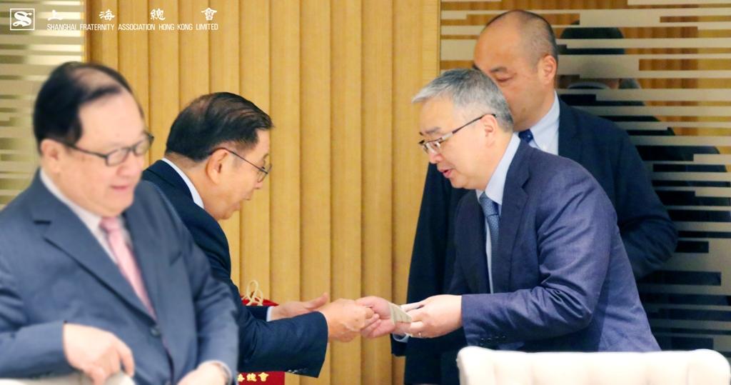 高叔平副理事長也熱情招待徐先生。