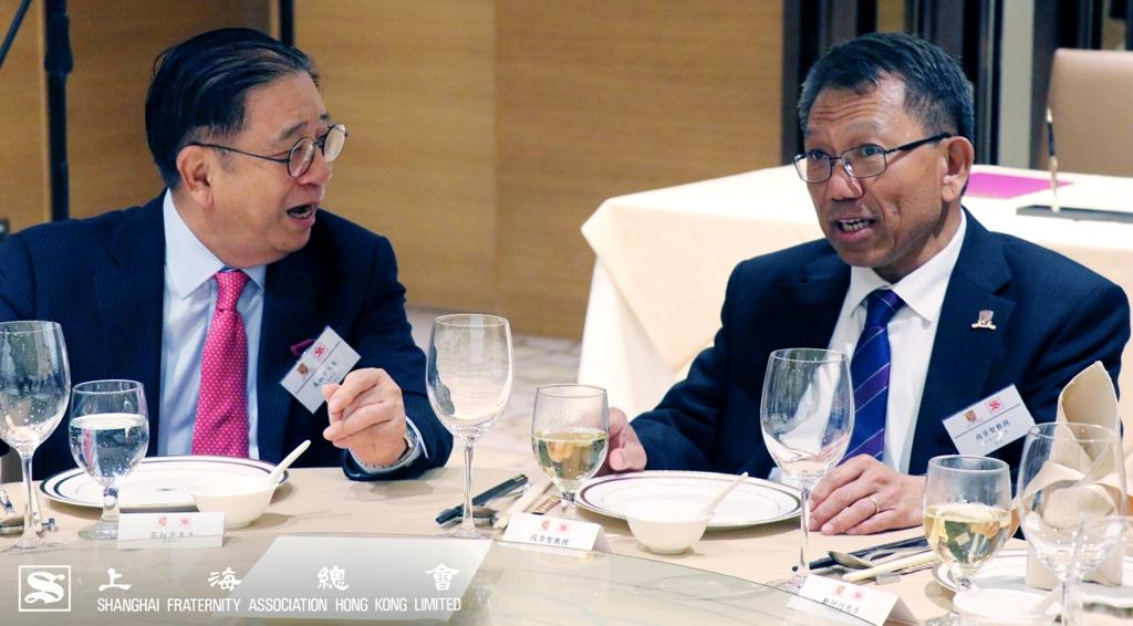 高叔平副理事長與香港中文大學段崇智校長互相討論
