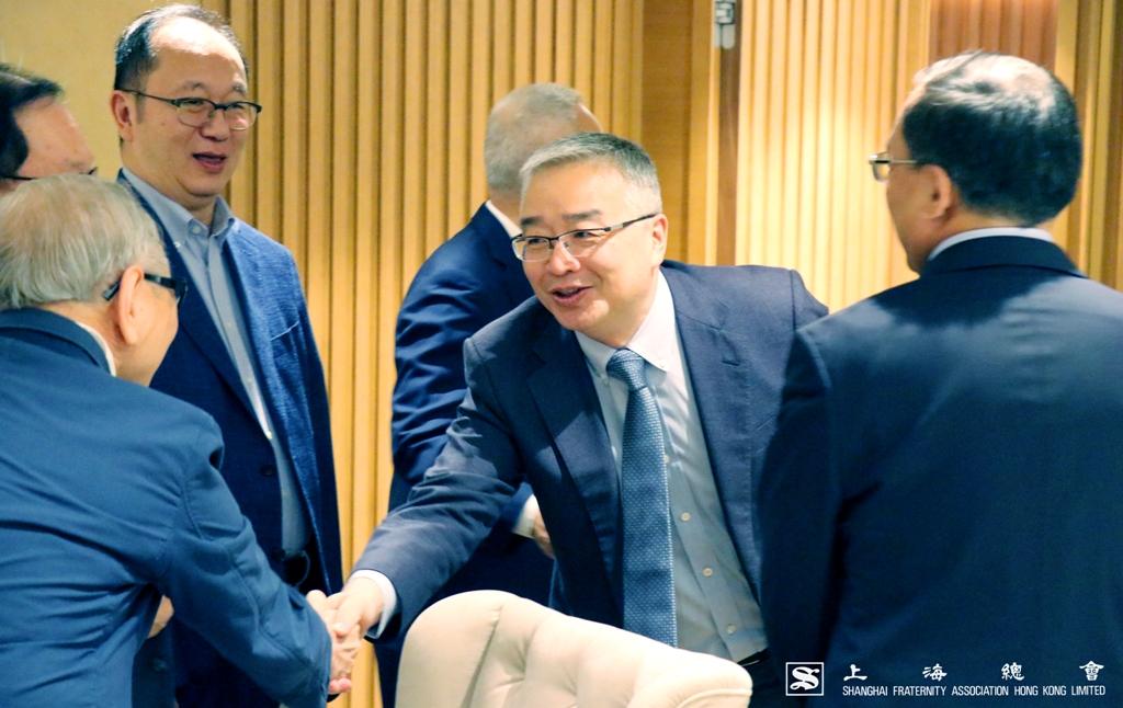 徐先生與上海總會其他理、監事成員問好。