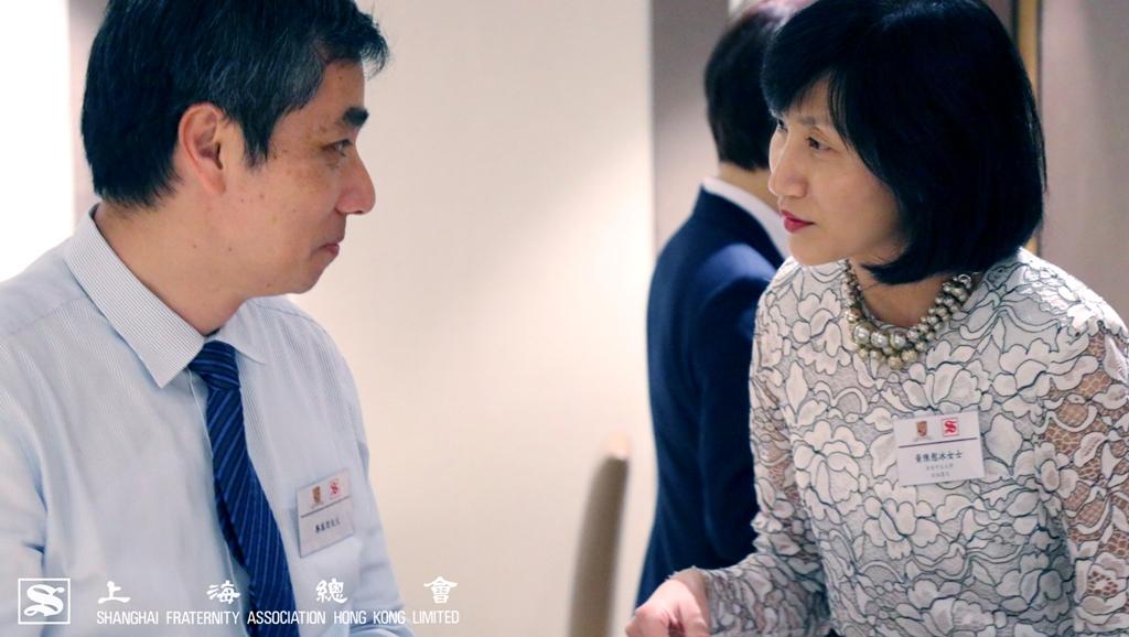 中文大學的教授們互相交流