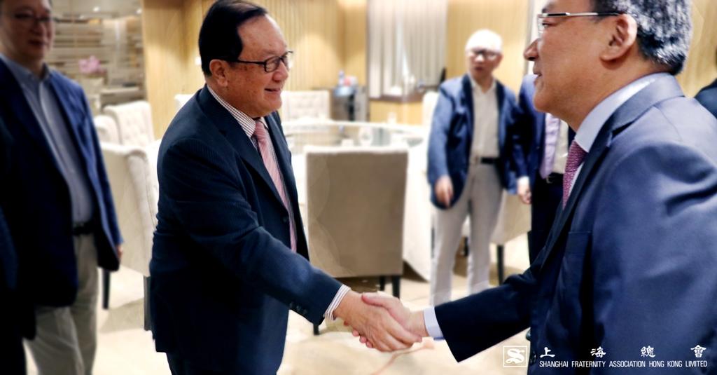 張浩然副理事長再次接受大家恭賀,笑逐顏開。
