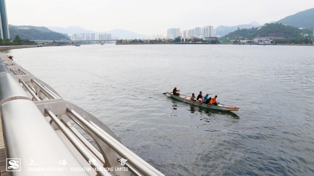 人在路上走,舟在水中游。步行越走心情越好。